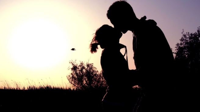 Kissing-Sunset-1024x576