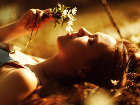 girl-smell-flowers-1280x960