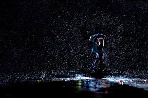 Rainy-Night-Kissing-Couple