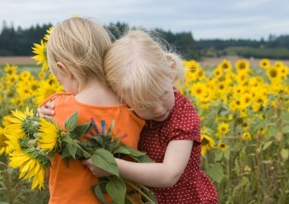 girls-in-sunflowers