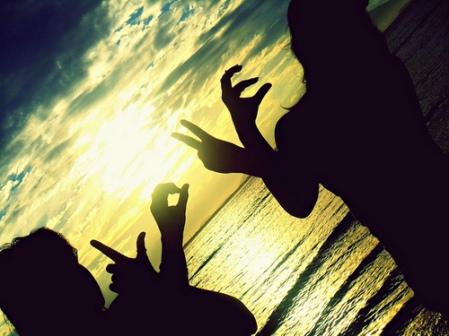 beach-girls-love-sunrise-Favim.com-307544