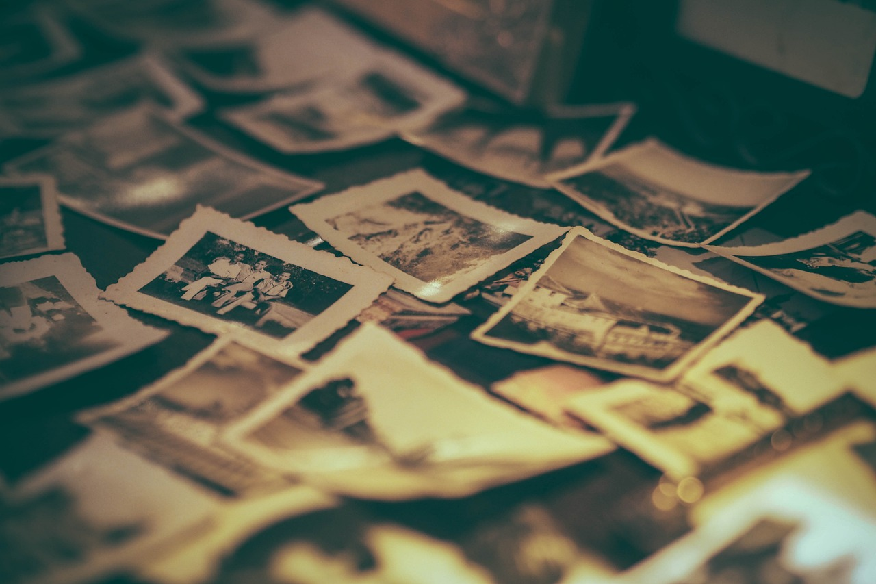 album-2974646_1280